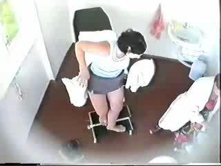 Девственница у гинеколога скрытая камера